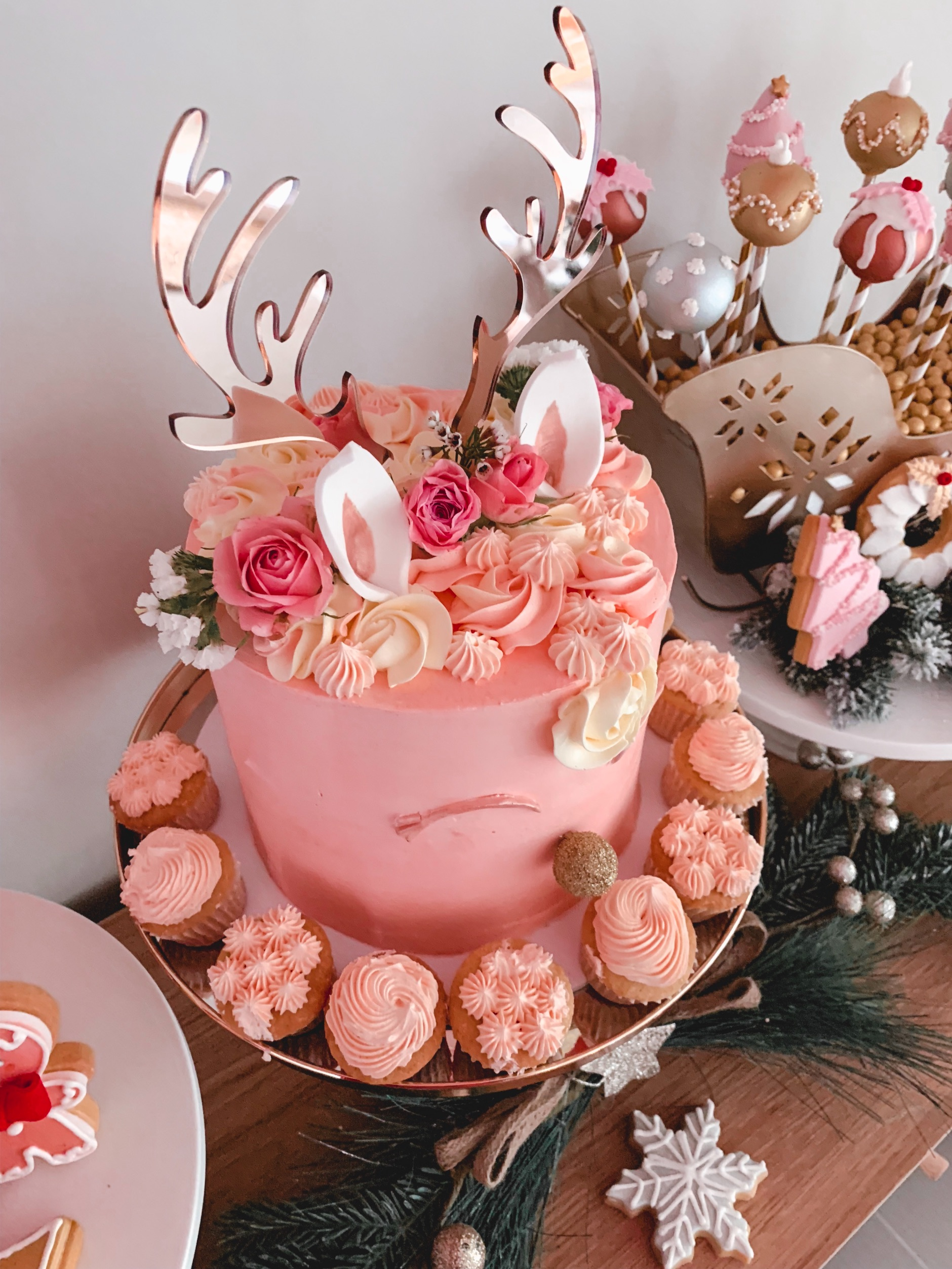 Rose gold Christmas party - reindeer cake