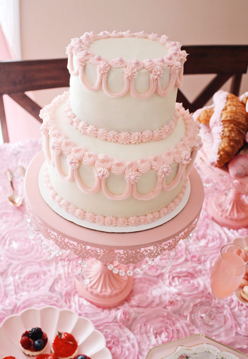 Vintage piped Galentine's cake from 3rd & Luxe.