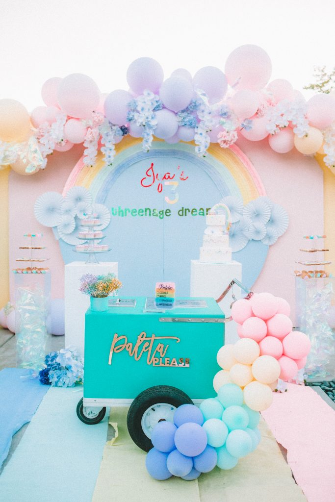 Pastel rainbow party, Pastel rainbow party – a threenage dream